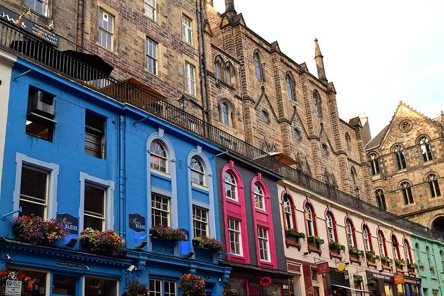 Coloured Houses in Edinburgh | www.rachelphipps.com @rachelphipps