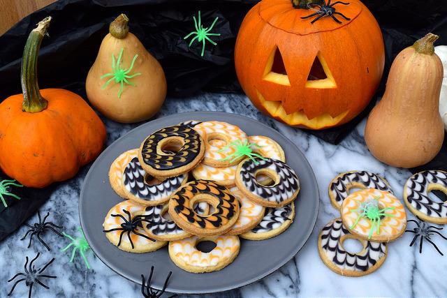 Homemade Halloween Iced Party Rings   www,rachelphipps.com @rachelphipps