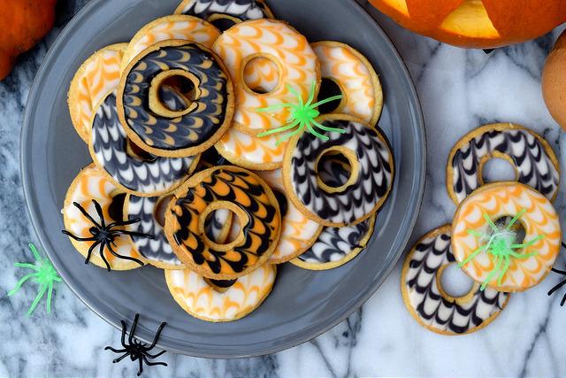 Homemade Halloween Party Rings   www.rachelphipps.com @rachelphipps