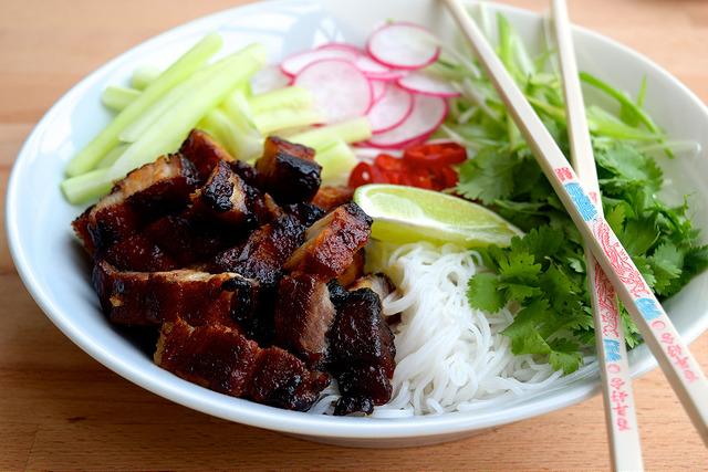 Korean Pork Belly Bun Bowls   www.rachelphipps.com @rachelphipps
