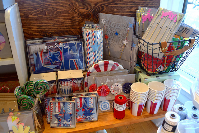 4th of July Display at Urbanic Paper Boutique, Los Angeles | www.rachelphipps.com @rachelphipps