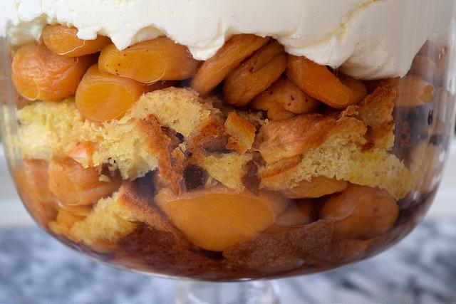 Apricot & Pandoro Trifle   www.rachelphipps.com @rachelphipps