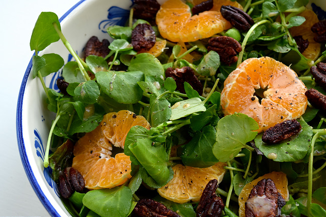 Watercress, Clementine and Festive Spiced Pecan Salad   www.rachelphipps.com @rachelphipps