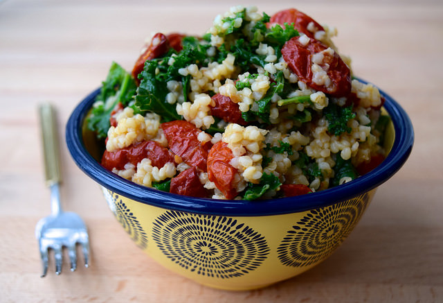 Bulgar Wheat with Kale & Slow Roasted Tomatoes | www.rachelphipps.com @rachelphipps