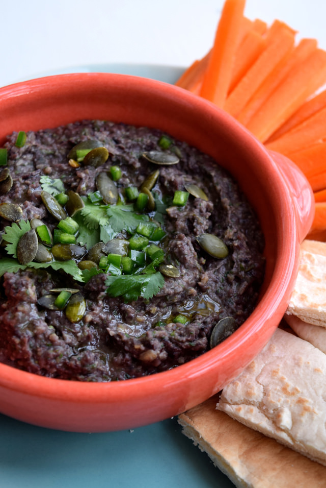 Black Bean & Pumpkin Seed Dip   www.rachelphipps.com @rachelphipps