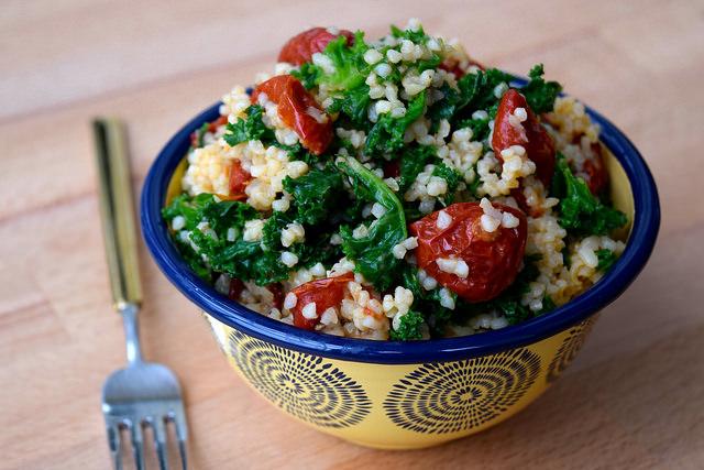 Bulgar Wheat with Kale & Slow Roasted Cherry Tomatoes | www.rachelphipps.com @rachelphipps