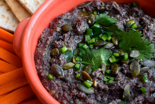 Black Bean and Sunflower Seed Dip   www.rachelphipps.com @rachelphipps