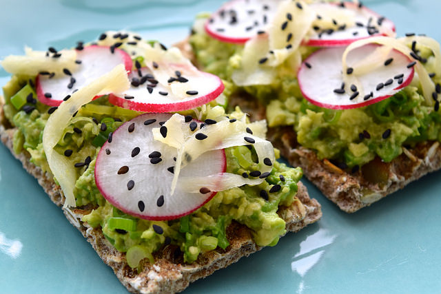 Asian Avocado Ryvita with Sushi Ginger & Radish | www.rachelphipps.com @rachelphipps