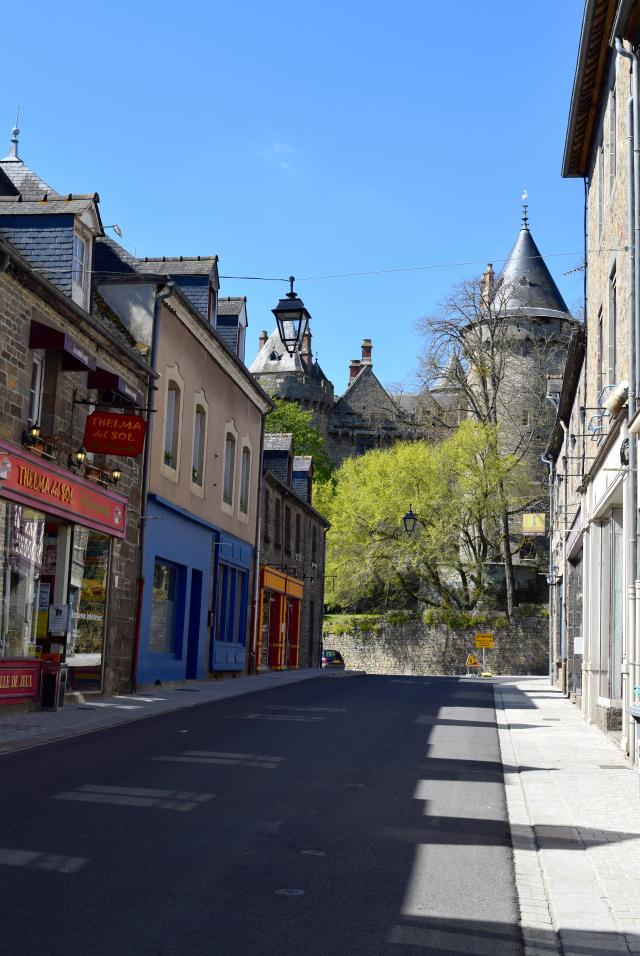 Combourg, Brittany | www.rachelphipps.com @rachelphipps