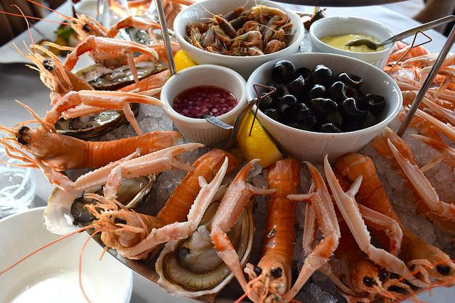 Oysters & Langoustines in Cancale, Brittany | www.rachelphipps.com @rachelphipps