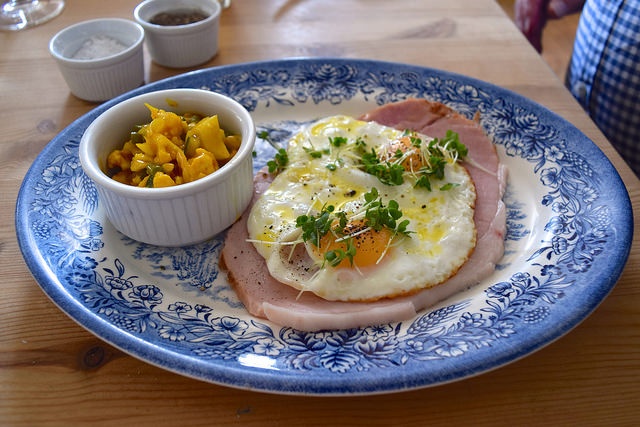 Ham & Egg at The Duck Inn, Pett Bottom   www.rachelphipps.com @rachelphipps