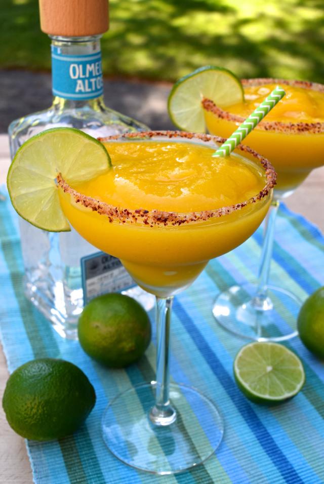 Frozen Mango Margaritas | www.rachelphipps.com @rachelphipps