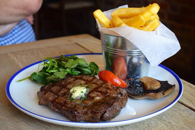 Rib Eye Steak & Chips at The Duke William, Ickham | www.rachelphipps.com @rachelphipps
