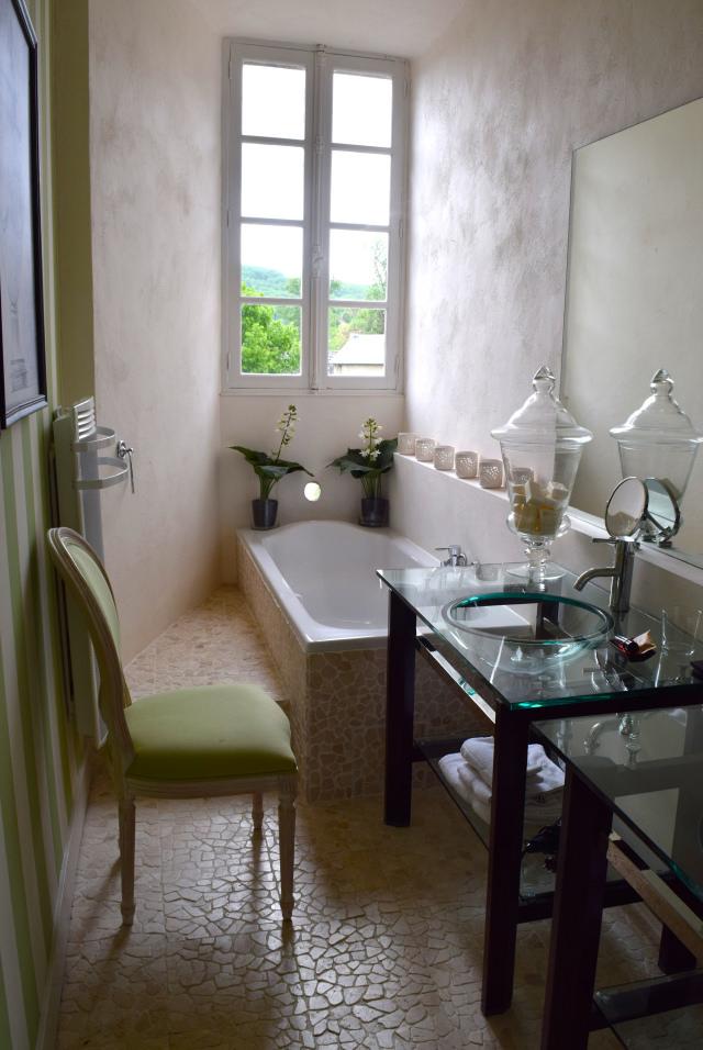 Bathroom at Chateau de Lissac | www.rachelphipps.com @rachelphipps