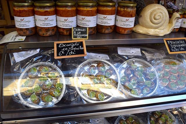 Escargot at Sarlat Market | www.rachelphipps.com @rachelphipps