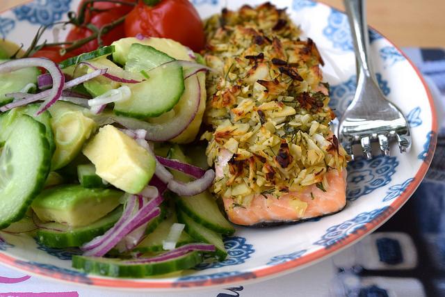 Almond & Lemon Crusted Salmon with Cucumber, Red Onion & Avocado Salad   www.rachelphipps.com @rachelphipps