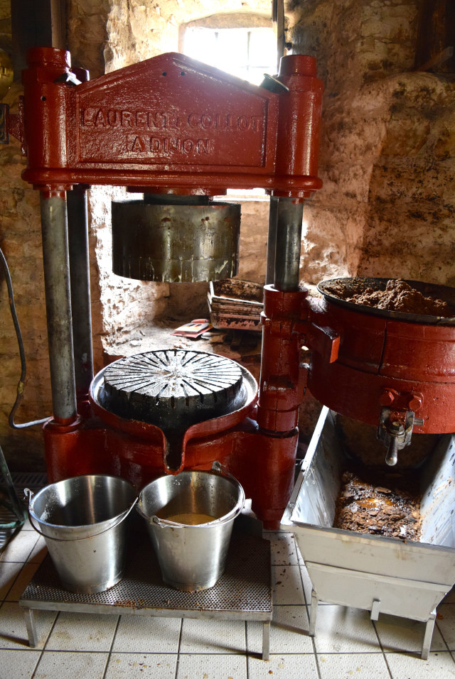 Walnut Oil Press in the Dordogne Valley | www.rachelphipps.com @rachelphipps