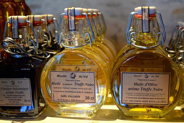 Truffle Oil in the Dordogne Valley | www.rachelphipps.com @rachelphipps