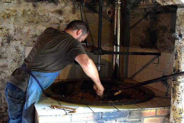 Roasting Walnuts in the Dordogne Valley | www.rachelphipps.com @rachelphipps