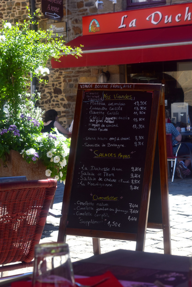 Lunch in Fougeres, Brittany   www.rachelphipps.com @rachelphipps