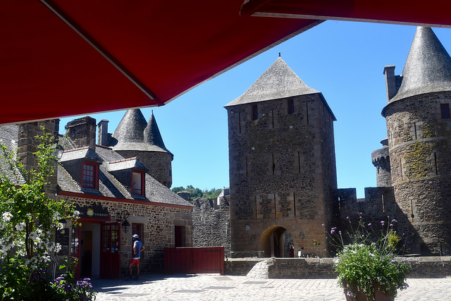 Fougeres Castle   www.rachelphipps.com @rachelphipps