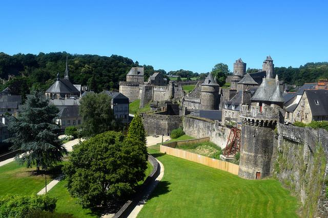 Exploring Fougeres Castle Battlements   www.rachelphipps.com @rachelphipps