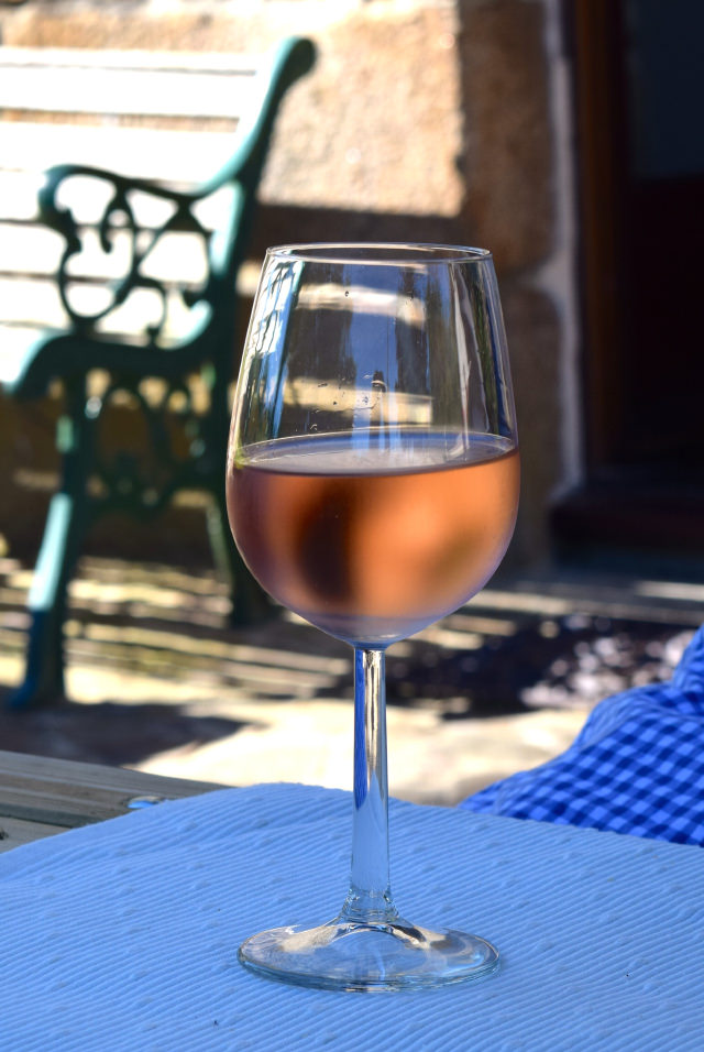 Ice Cold Rose Wine in Brittany   www.rachelphipps.com @rachelphipps