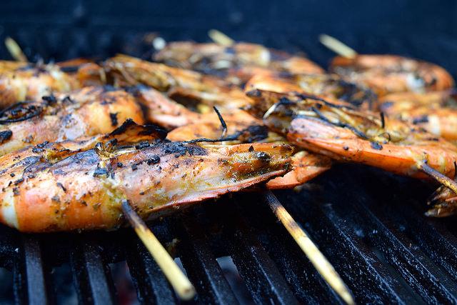 Easy Giant Barbecue Cajun Prawns | www.rachelphipps.com @rachelphipps