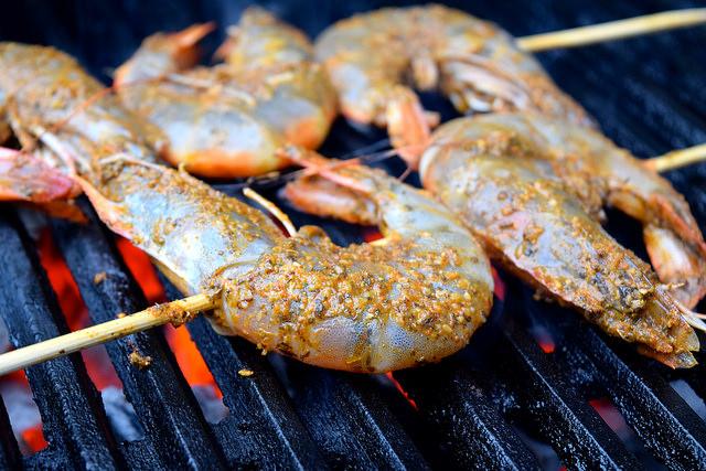 Barbecuing Giant Barbecue Cajun Shrimp | www.rachelphipps.com @rachelphipps