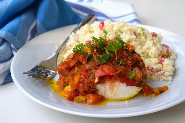 Skinny Tomato & Turmeric Cod with Cauliflower and Pomegranate Rice   www.rachelphipps.com @rachelphipps