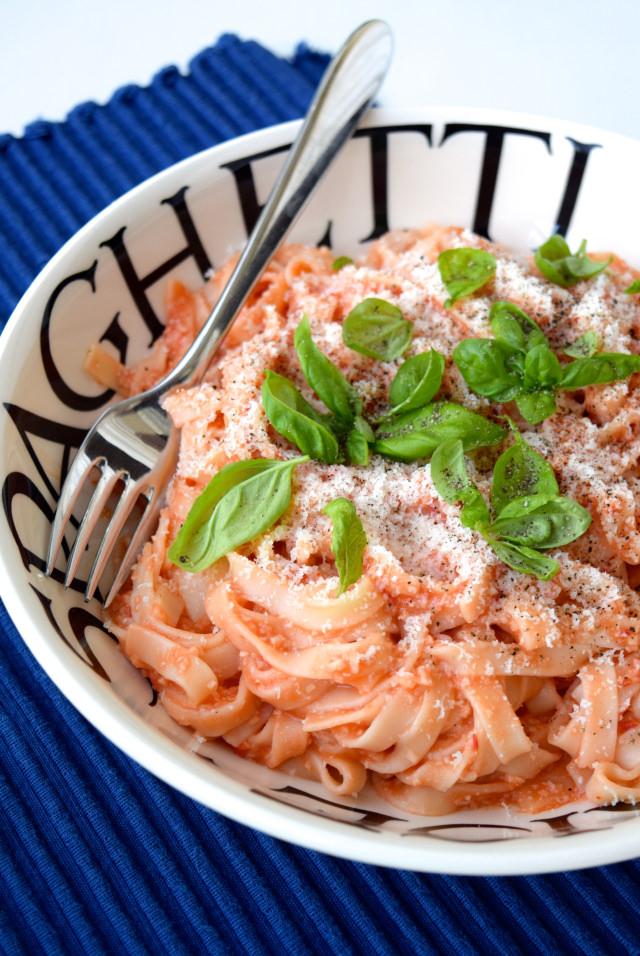 Tagliatelle with Almond & Tomato Sauce | www.rachelphipps.com @rachelphipps