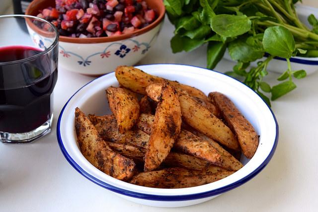 Potato Wedges with Fajita Spice | www.rachelphipps.com @rachelphipps