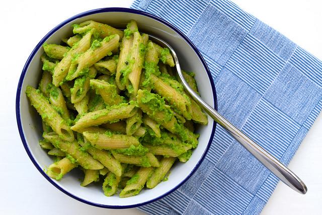 Pea Pesto Penne Rigate | www.rachelphipps.com @rachelphipps