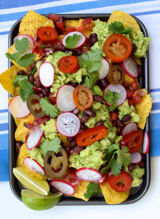 Vegan Loaded Nachos | www.rachelphipps.com @rachelphipps