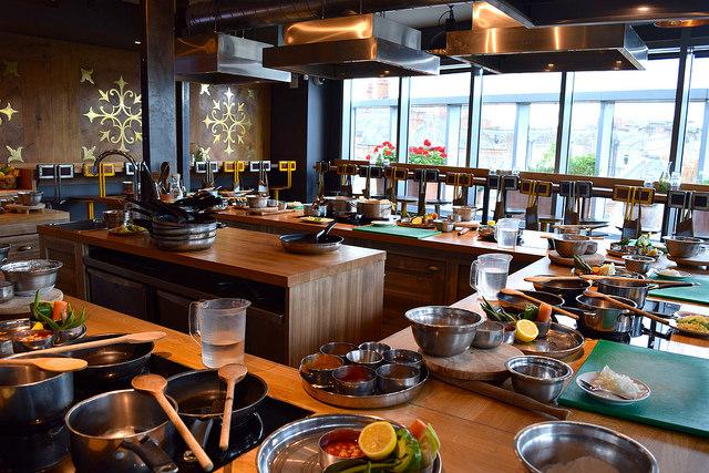 The Jamie Oliver Cookery School | www.rachelphipps.com @rachelphipps
