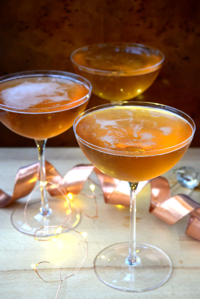 How To Make Champagne Cocktails   www.rachelphipps.com @rachelphipps