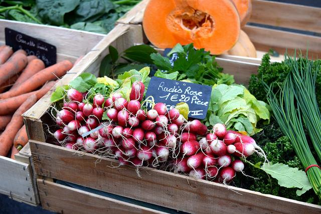 December at Combourg Market, Brittany | www.rachelphipps.com @rachelphipps