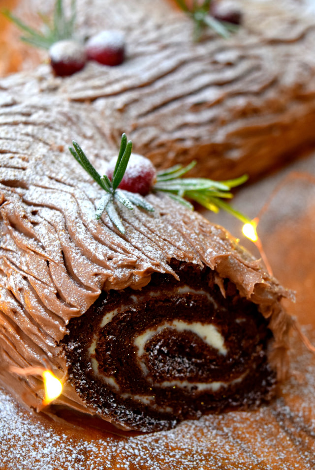Chocolate Yule Log with Crème Fraîche | www.rachelphipps.com @rachelphipps