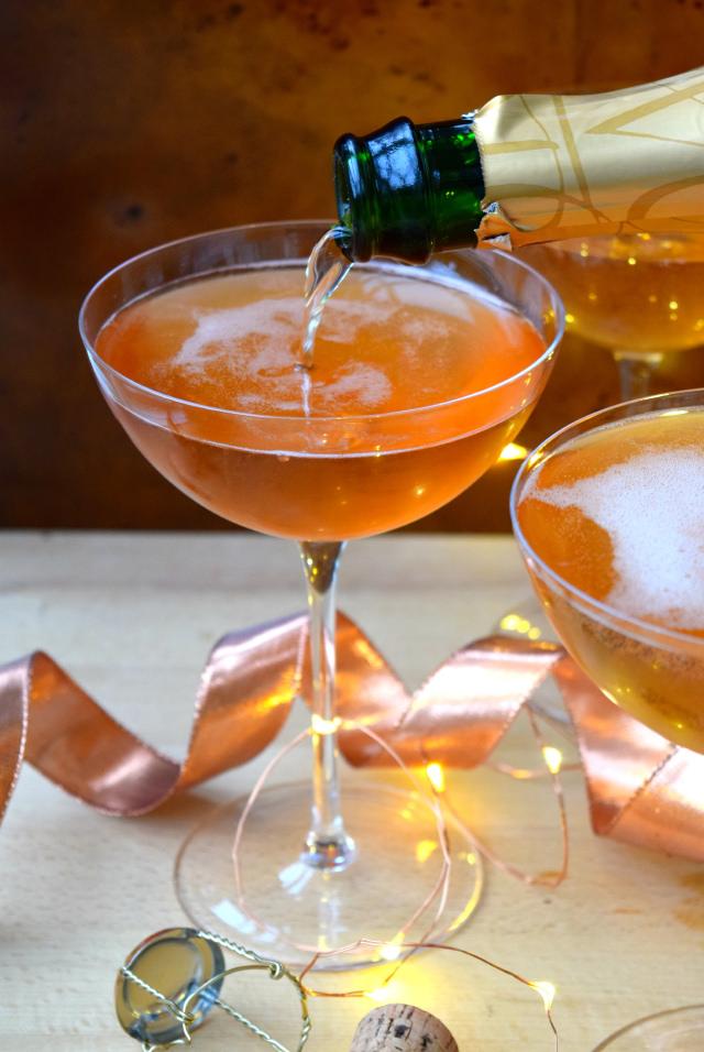 Easy Champagne Cocktail Recipe   www.rachelphipps.com @rachelphipps