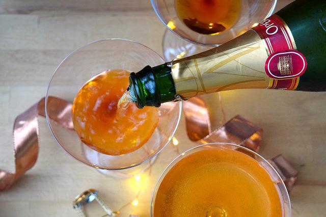 How To Make A Champagne Cocktail   www.rachelphipps.com @rachelphipps