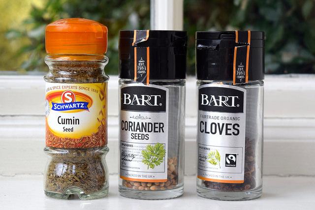 Whole Spice for Grinding | www.rachelphipps.com @rachelphipps