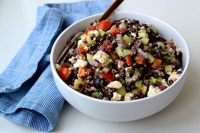 Greek Salad Lentils   www.rachelphipps.com @rachelphipps