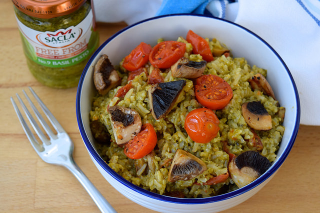 Vegan Roast Tomato and Mushroom Pesto Rice | www.rachelphipps.com @rachelphipps
