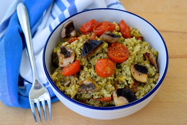 Vegan Roast Tomato & Mushroom Pesto Rice | www.rachelphipps.com @rachelphipps