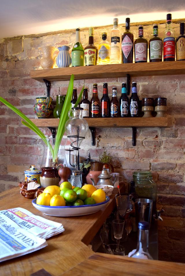Bar at The Wife of Bath, Wye | www.rachelphipps.com @rachelphipps