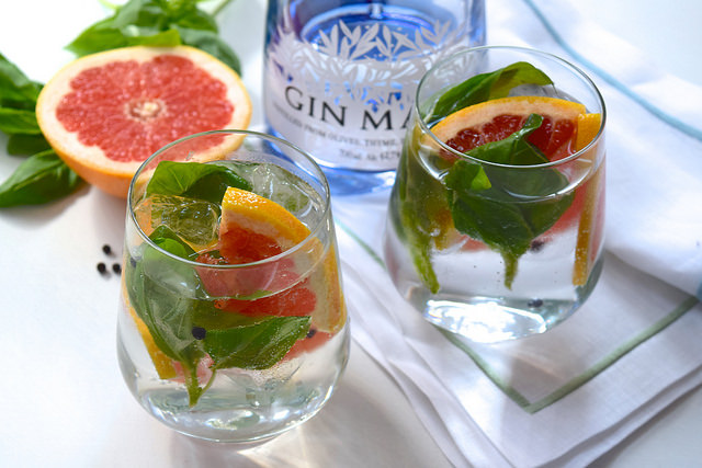 Grapefruit, Basil and Pepper Gin & Tonics | www.rachelphipps.com @rachelphipps