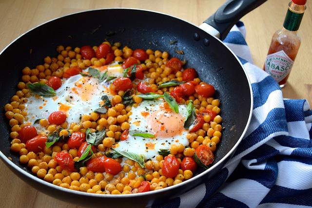 Baked Eggs in Chickpeas, Tomatoes & Basil   www.rachelphipps.com @rachelphipps