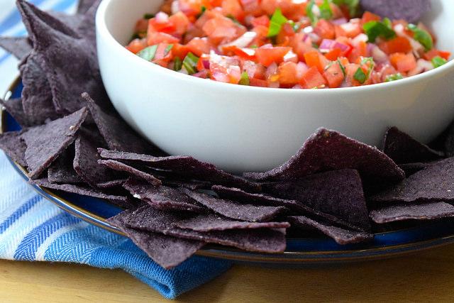 Easy Bruschetta Salsa with Blue Tortilla Chips   www.rachelphipps.com @rachelphipps