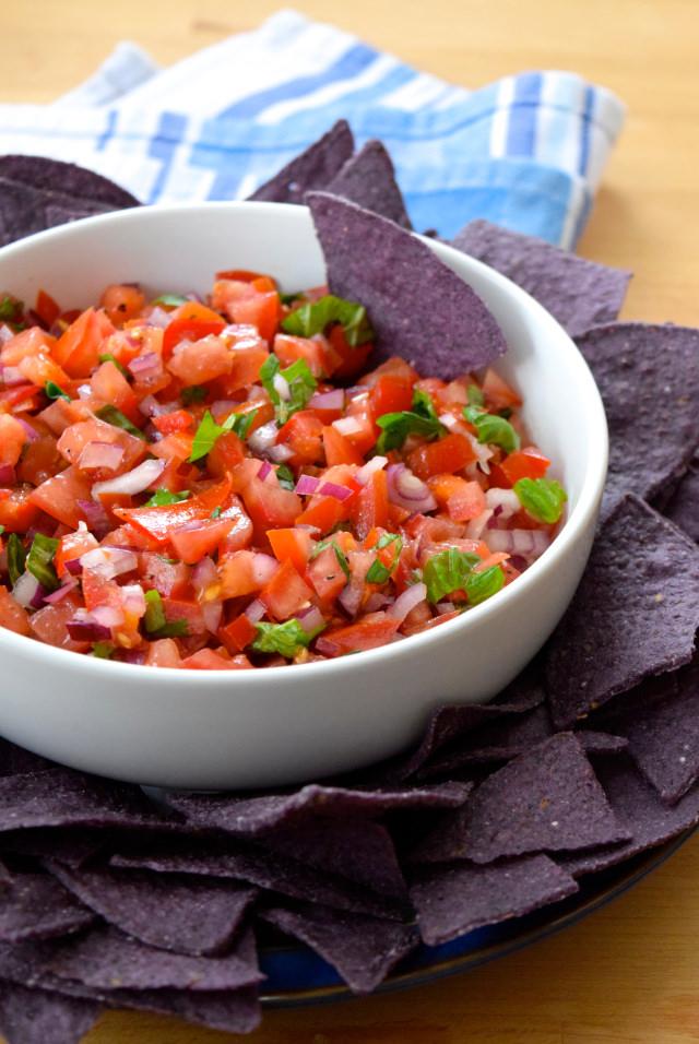 Easy Bruschetta Salsa with Tortilla Chips   www.rachelphipps.com @rachelphipps