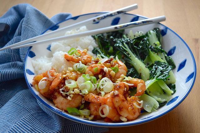 Korean Prawn Rice Bowl with Sesame Pak Choi | www.rachelphipps.com @rachelphipps